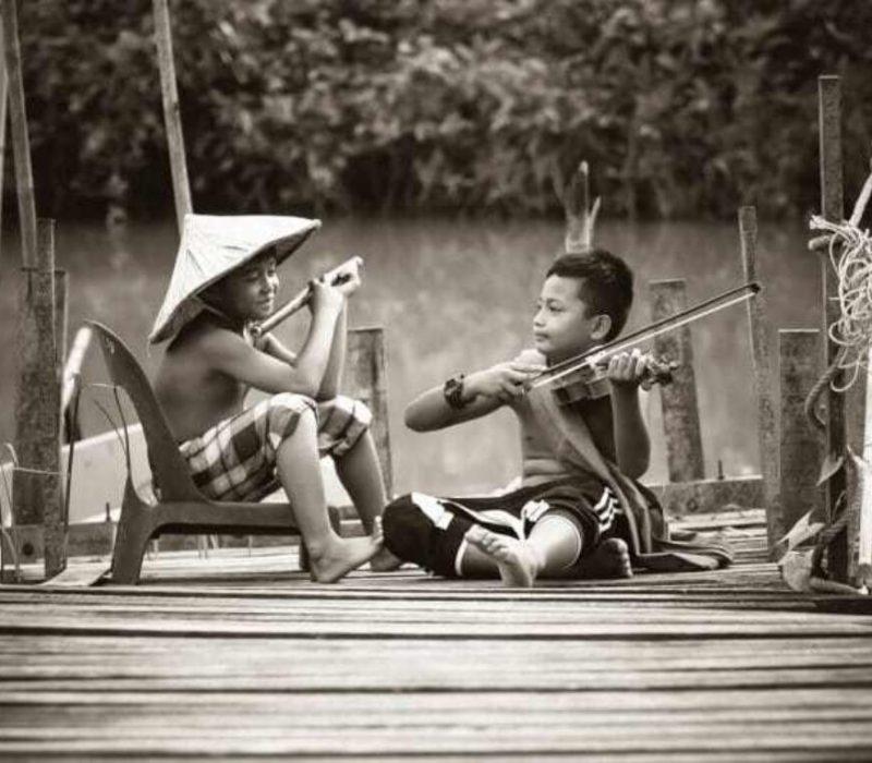 KidsPlayingMusic-500x383@2x
